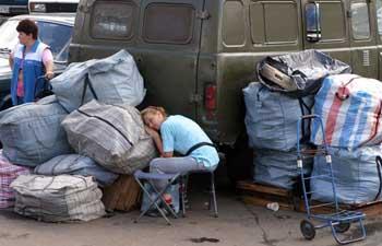 В Казахстане намерены упорядочить ввоз товаров «челноками» в республику