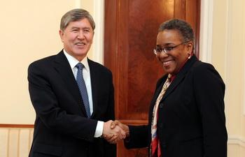 Посла США в Киргизии пугает партнерство Бишкека с Москвой