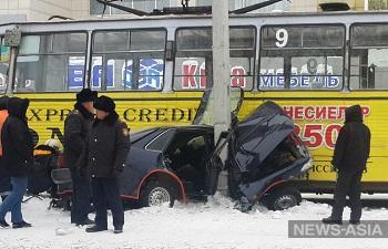 В Усть-Каменогорске автомобиль попал под колёса трамвая