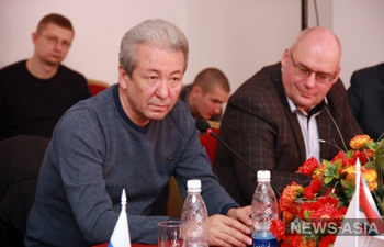 Адахан Мадумаров: «Российские средства печати и информации, российское телевидение отданы на откуп нескольким лицам»