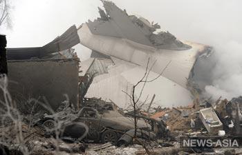 Работы на месте крушения самолета в Киргизии продолжаются, список погибших растет