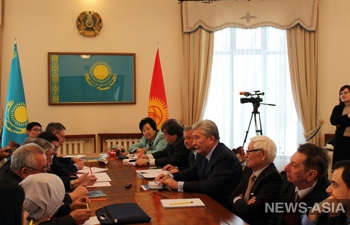 В Бишкеке наградили киргизстанцев медалями по случаю «25-летия Независимости Республики Казахстан»