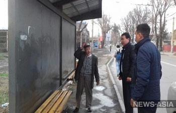 В Бишкеке пенсионер взял на себя шефство над уличной остановкой