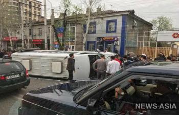 В Бишкеке восемь человек пострадали в ДТП с участием маршрутки