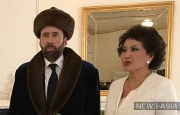 Казахстан взорвал соцсети изображением Николаса Кейджа в национальной одежде