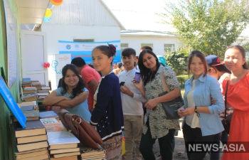 В Баткенской области Киргизии школьники построили библиотеку
