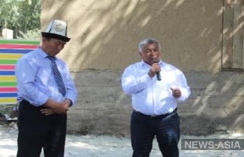 В Киргизии учитель - пенсионер вместо хаджа в Мекку провел в родное село Чымген водопровод