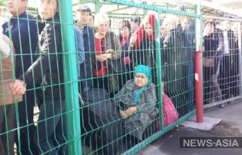 Казахстан ужесточил пропуск на границе с Киргизией, пробки из фур и людей растягиваются почти на километр