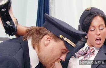 На казахских авиалиниях предлагают ввести услугу «секс с пилотами и стюардессами»