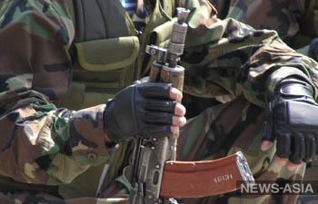 В Казахстане задержали мужчин с автоматом и бронежилетом