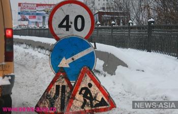Возмущенный пробками китаец дорисовал указатель на дороге