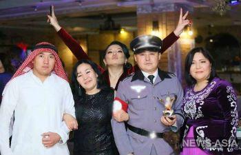В Киргизии сотрудник главного телеканала страны посетил  новогодний корпоратив в нацистской форме