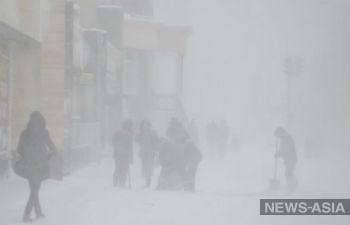 В столице Казахстана ликвидируют последствия аномального бурана