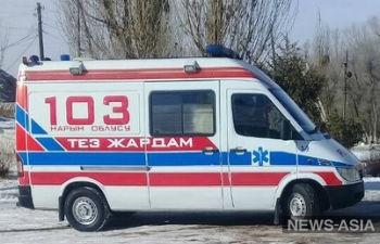 В Нарынской области Киргизии меценат подарил медикам реанимобиль