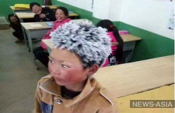 Путь к знаниям: школьник из Китая преодолел в мороз 5 километров, чтобы попасть на экзамен
