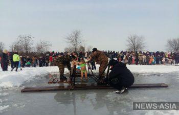 Под Бишкеком  прошли купания в проруби в честь праздника Крещения