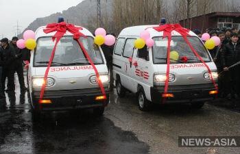 Узбекистан подарил Киргизии автомобили скорой помощи