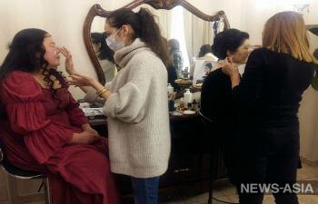 В Бишкеке женщины с онкологическими заболеваниями  перевоплотились в персонажей картин