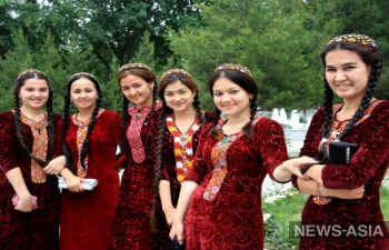 Туркменистанкам к 8 марта государство преподнесет денежные презенты