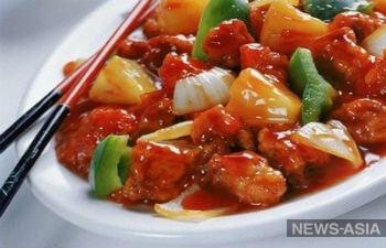 Опасная курица: в Киргизии нашли причину отравления более 200 человек после праздника в популярном ресторане