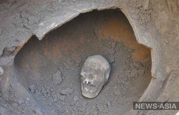В Таджикистане раскопали амфору с останками  человека