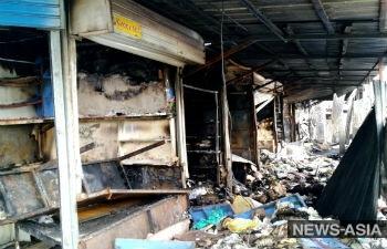Торговцы, пострадавшие от пожара на Ошском рынке, заявили об угрозах со стороны администрации ТЦ «Берекет»