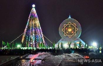 К Новому году готовы: в странах ЦА установлены главные елки