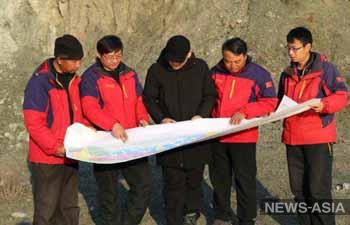 На юге КР инвестор из Китая заставляет кыргызстанцев учить китайский