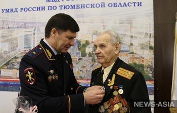 Тюменские полицейские поздравили фронтовика с 95-летним юбилеем