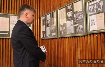 В Бишкеке проходит выставка «Мгновения войны Юлиана Семенова»
