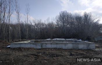 Ученые борются с незаконным строительством в  дендропарке Бишкека