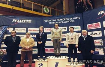 Кыргызстанки привезли 5 медалей с международного турнира по борьбе во Франции