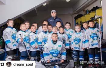 Юные хоккеисты Казахстана выступают на международном турнире в Кыргызстане