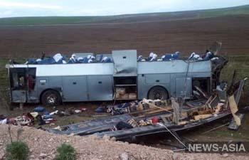 После аварии в Казахстане медицинская помощь понадобилась 41 человеку