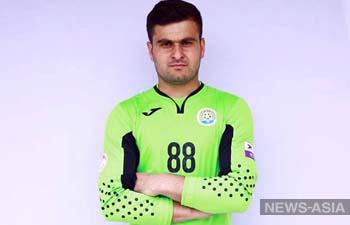 Футболиста Таджикистана наказали за нападение на соперника во время матча