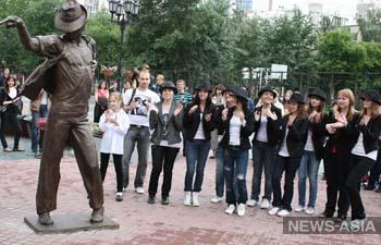 В Екатеринбурге установили памятник Майклу Джексону