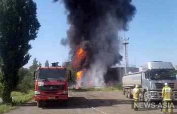 На юге Кыргызстана из-за пожара на нефтебазе эвакуировали  2 тысячи человек (обновлено)