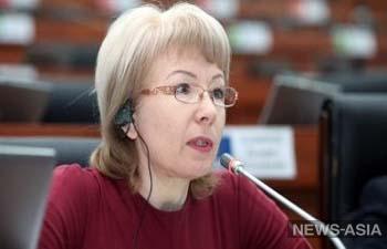 Без общественных фондов работа школ Кыргыстана встанет - Евгения Строкова