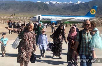 На Иссык-Куль чартерным рейсом прилетели 130 туристов из Узбекистана