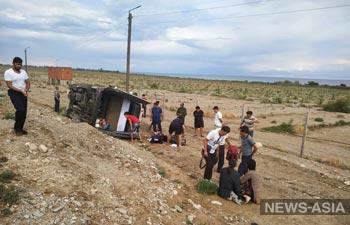 Туристическая милиция оказала первую медицинскую помощь пострадавшим в ДТП на Иссык-Куле