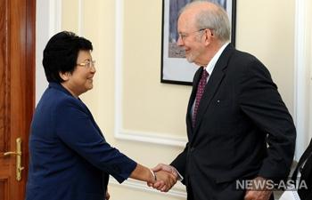 Президент Киргизии провела переговоры с главой ЮНИСЕФ