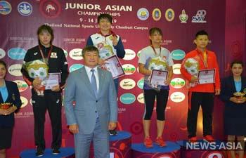 У Кыргызстана одно золото и четыре серебра на чемпионате Азии по борьбе