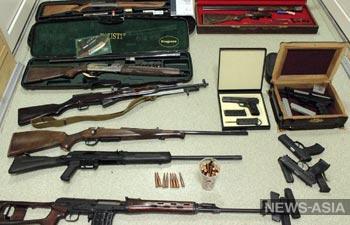 Вокруг дома Атамбаева продолжают находить огнестрельное оружие и боеприпасы