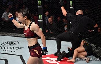 Китаянка за 42 секунды нокаутировала соперницу и завоевала пояс UFC