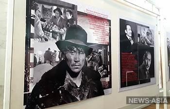 В Бишкеке открылась выставка, приуроченная к юбилею Суйменкула Чокморова