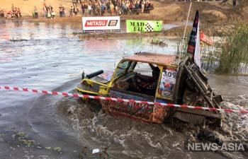 Под Бишкеком прошли соревнования по джип-спринту (фото)