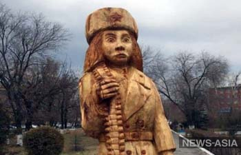 Создатели деревянной пулеметчицы, возмутившей Казахстан, продолжат украшать Семей
