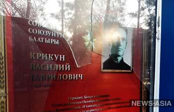 В Бишкеке неизвестные разбили стенды с портретами героев Великой Отечественной