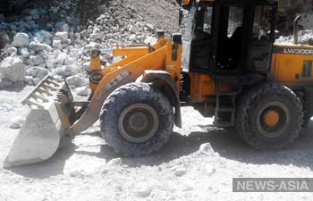 В Кыргызстане после ЧП остановлены работы на руднике Кумтор