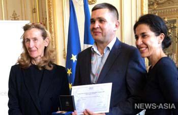 Кыргызский правозащитник получил международную премию за помощь детям и молодежи
